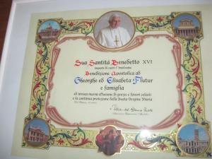 """Gest: Flutur a primit """"binecuvântarea apostolică"""" de la Papa Benedict"""