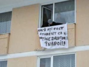 """""""Dacă aţi fost student ca noi, daţi-ne drepturile înapoi"""""""