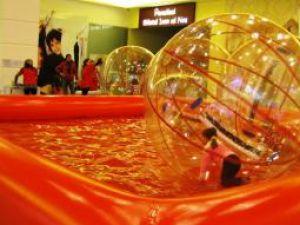 AquaRun: Piscină şi multă distracţie pentru copii şi adolescenţi, la Iulius Mall
