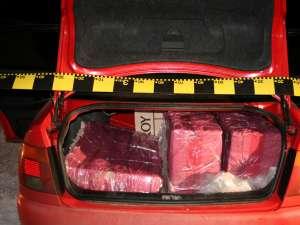 În autoturismul Audi A4 erau 6.870 de pachete de ţigări marca Viceroy de provenienţă ucraineană