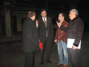 Reprezentanţii firmei germane au vizitat hala în care va funcţiona fabrica de cabluri la Suceava