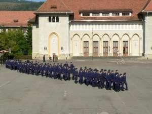 La Colegiul Militar Ştefan cel Mare Câmpulung Moldovenesc sunt scoase la concurs  120 de locuri Foto: www.colmil_sm.forter.ro