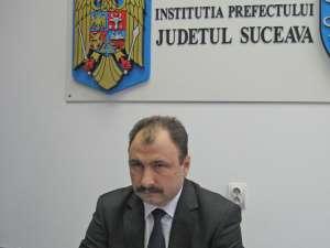 Prefectul de Suceava, Sorin Arcadie Popescu, consideră că terenurile nu puteau fi închiriate decât în urma unei licitaţii publice