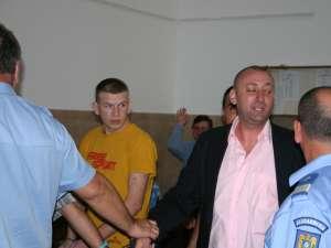 Cristian Iordache a părăsit arestul Inspectoratului de Poliţie al Judeţului Suceava după două zile, împotriva sa rămânând în vigoare interdicţia de a părăsi România