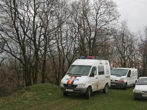 Bărbat găsit spânzurat cu o funie, în pădurea Zamca