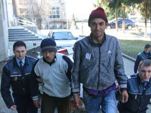 Doi dintre suspecţi, aduşi în faţa procurorilor