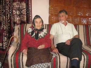 Zoita Ciobanu alături de unul dintre fii, Vasile
