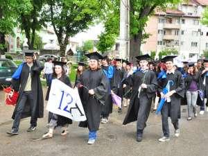 """Eveniment emoţionant pentru absolvenţii de la Colegiul """"Alexandru cel Bun"""" din Humor"""