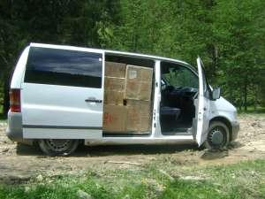 În microbuz s-au descoperit 27.000 de pachete cu timbru de Republica Moldova