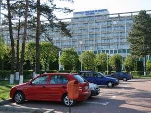 """Firma asigurătoare a Spitalului Judeţean """", precum şi societăţile de asigurări ale celor două cadre medicale trebuie să achite despăgubiri de 200.000 de euro"""