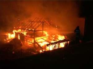 Incendiu devastator la o gospodărie din Vama