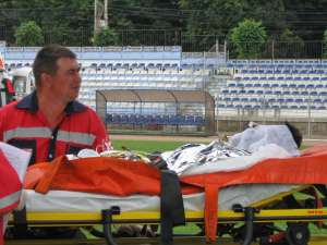 Unul dintre cei trei muncitori răniţi care sunt internaţi la Bucureşti