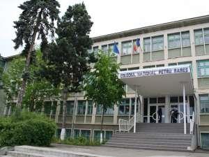 """Colegiul Naţional """"Petru Rareş"""", primul din clasamentul liceelor cu cele mai mari medii de admitere"""
