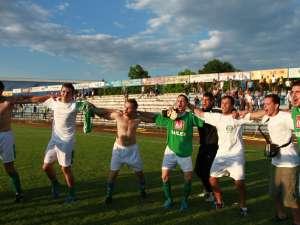 Bucuria promovării a fost imensă pentru jucătorii lui Sporting Suceava   foto Nicolae Cătălin Câmpan