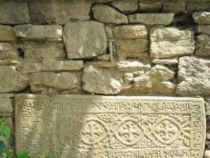 Lespede cu scriere şi motive ornamentale armeneşti