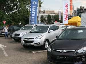 """În cadrul """"Salonului Auto Bucovina"""" sunt expuse peste 65 de modele de autoturisme"""