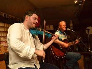 Mihai Neniţă a impresionat publicul cu vioara sa  Sursa: orasulsuceava.ro