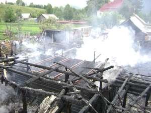 Un incendiu deosebit de puternic a izbucnit ieri în comuna Putna