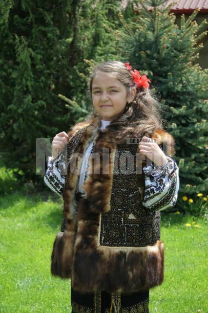 Adina Denisa îşi doreşte să devină o cunoscută interpretă de muzică populară
