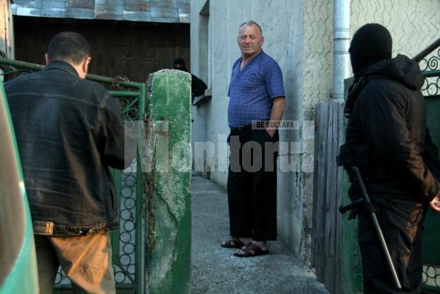 Mihai Pânzariu trezit din somn de mascatii politiei la perchezitiile de acum doua saptamani