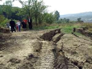 23.369 de hectare de teren din judeţul Suceava sunt afectate de alunecări de teren. Foto: evz.ro