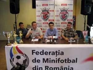 Oficialii Federaţiei Române de Minifotbal i-au felicitat pe organizatori pentru acest turneu