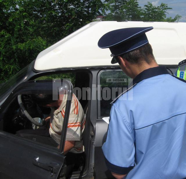 Tot mai mulţi indivizi inconştienţi care s-au urcat băuţi la volan şi au fost depistaţi de filtrele poliţiei