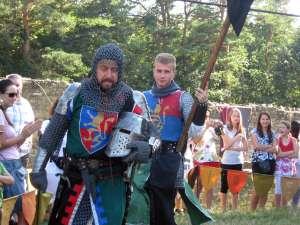 Toboşari, stegari, cascadori, trubaduri şi jongleri, în Cetatea Sucevei