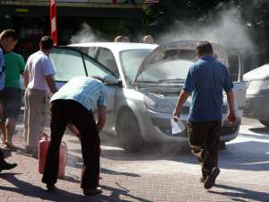 Maşina realizatorului de emisiuni de la Bucovina TV Dorel Guliciuc a luat foc