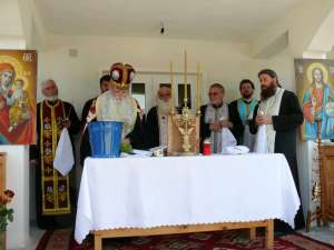 """ÎPS Pimen, Arhiepiscopul Sucevei şi Rădăuţilor, a sfinţit  joi, împreună un sobor de preoţi şi diaconi, Căminul de bătrâni din incinta Mănăstirii """"Sfântul Gheorghe"""" Buciumeni din Fălticeni"""