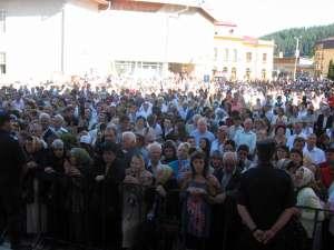 Mii de credincioşi la sfinţirea catedralei din Gura Humorului