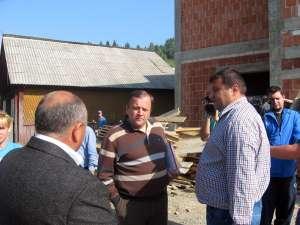 """Gheorghe Flutur a inspectat  construcţia unei clădiri din Ulma în care va funcţiona """"o şcoală de după şcoală"""""""