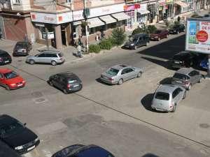 Mercedesul a stat aproximativ 10-15 minute oprit în faţa trecerii de pietoni