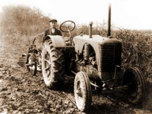 Tractor la arat
