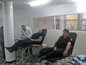 Jandarmii suceveni donează sânge în cadrul unei campanii umanitare demarate la nivel naţional