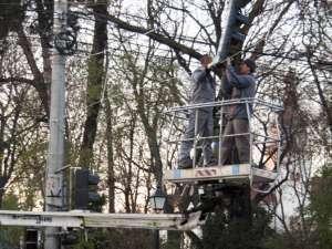 În intersecţia bulevardului Ana Ipătescu cu strada Mitropoliei vor fi montate şapte corpuri de semafor
