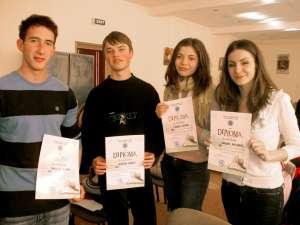 Diplome de excelenţă pentru cei mai buni elevi ai colegiului humorean