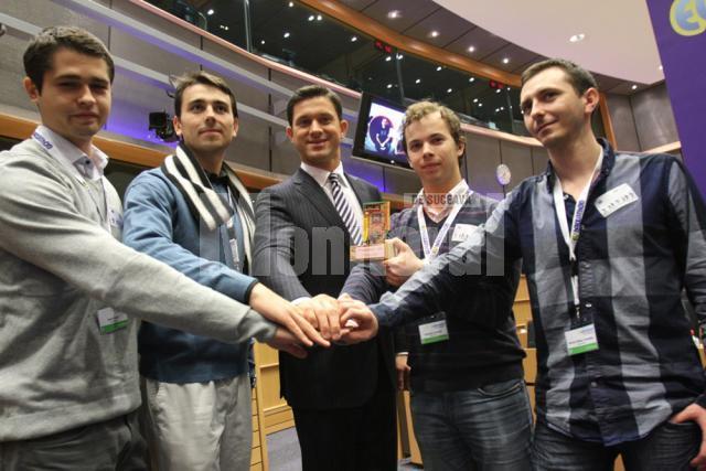 Echipa României a urcat pe podiumul concursului de IT organizat de Petru Luhan în Parlamentul European