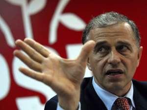 Mircea Geoană a declarat presei că este consternat de modul în care s-au petrecut lucrurile Foto: MEDIAFAX