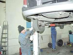Suplimentarea taxelor pentru acordarea autorizaţiei anuale de funcţionare a atelierelor auto va avea ca efect disponibilizarea a peste 15.000 de angajaţi Foto: adevarul.ro