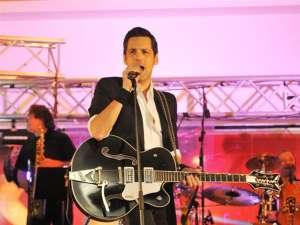 Ştefan Bănică Jr. va cânta live pentru toţi clienţii de la miezul nopţii