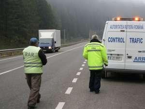 Inspectorii Autorităţii Rutiere Române, agenţia Suceava şi poliţiştii rutieri au demarat o serie de controale în trafic