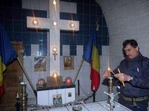 Anual, pe 4 decembrie, de Sfânta Varvara, la troiţă se organizează o slujbă de pomenire a celor morţi în accidentele din mina de uraniu. Foto: EVZ