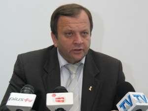 """Gheorghe Flutur: """"În urma rectificărilor bugetare, în judeţul Suceava vor mai intra circa un milion de euro pentru apă, canalizare şi asfaltare de drumuri"""""""
