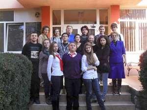 Elevii şi profesorii implicaţi în proiect