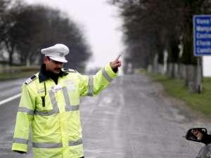 Poliţiştii îşi concentrează acţiunile pentru depistarea şoferilor băuţi, la final de săptămână, după lăsarea întunericului. Foto: Andrei PUNGOVSCHI