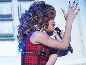 Rihanna, mesaj obscen la ultima apariţie pe scenă. Foto: Daily Mail