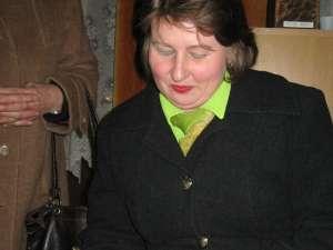 Cătălina Orşivschi oferind autografe