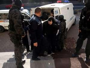 Zece arestări în cazul contrabandiştilor de ţigări