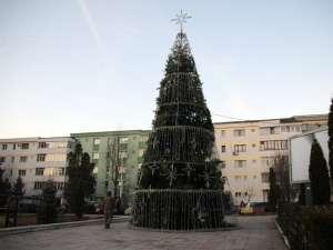 Luminile în bradul de Crăciun vor fi aprinse astăzi, la ora 18